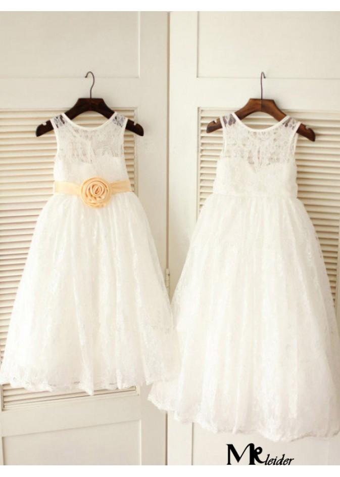 Kleid mit blumen verzieren